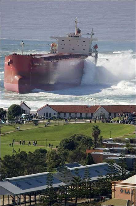 barco con pueblo