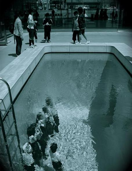 Swimming-Pool-By-Leandro-Erlich-02