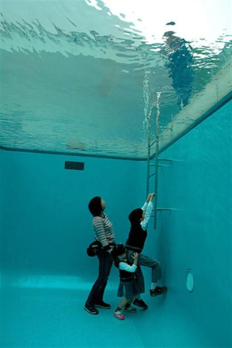 Swimming-Pool-By-Leandro-Erlich-05